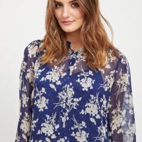 Jeg sælger den flotte kjole (model: viflexa) fra VILA i en str. 38. Den er overhovedet ikke brugt, da den er købt i den forkerte størrelse. Kom med et bud. Den kan naturligvis afhentes eller sendes. Ny pris 500 kr.