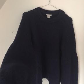 Mørkeblå strik fra H&M med store ærmer Spørg endelig for mere info eller flere billeder💞