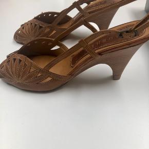 Super fede 70'er sko/sandaler. Brugt et par timer, så er som nye.