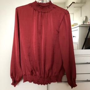 Rød bluse aldrig brugt😊