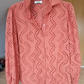 Fejlkøb, farven er ikke god til mig  Vil meget gerne bytte til anden farve eller kjolen i stedet. Nypris 550 kr Forsendelse 38 kr Prisen er fast og jeg handler kun Mobilepay