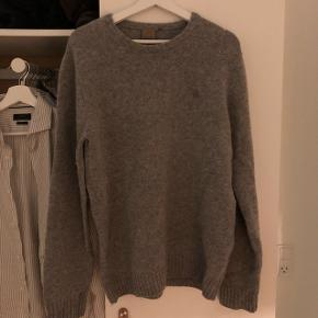 Carhatt. Grå sweater. Meget warm. Brugt en enkelt gang.
