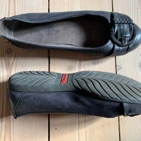 Fine loafers i læder med spænde. God sål.