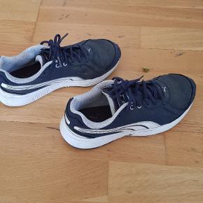 puma sko let brugt  str 37 . 23 cm   sælges for 50 kr Afhentning på adressen i Hvidovre Ve