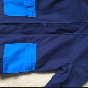 Fineste kvalitets overgangs jakke med kontrastlommer og ternet for fra CARREMENT BEAU -  Cotton canvas Købt på Smallable - brugt ganske lidt - vasket en enkelt gang.  Nypris omkring 700.  Str 6 år