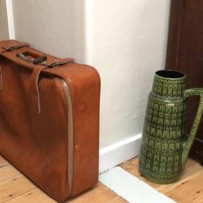 Retro kuffert 200 kr  W. German gulvvase 150 kr Samlet 250 kr