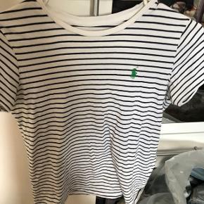 ⚫️SÆLGES BILLIGT⚫️ Skal snart flytte, så alle mine ting sælges billigt!  Ralph Lauren T-shirt Str Xs Brugt, men i god stand BYD