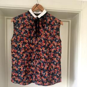 Floral sleeveless shirt 👚 From Zara, never worn. Np 299