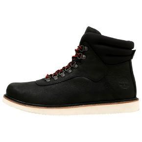 Lækre støvler i læder fra Timberland str. 44,5. Der er ekstra neutrale snørebånd med hvis man ikke ønsker røde. Modellen hedder New Market boot og butikspris er 1699kr  Prisen er fast
