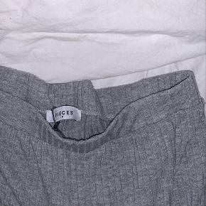 Afslappende bukser fra Pieces  Brugt, men ikke rigtigt nogle brugstegn
