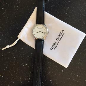 Smukt ur i tidløst design. Aldrig brugt så uden brugsspor. Sender gerne med DAO. Mangler et nyt batteri.