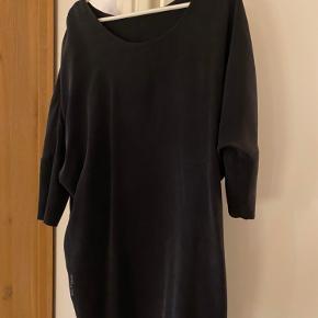 Mind Of Line kjole