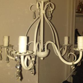 Rustik lampe med krystaller og perler
