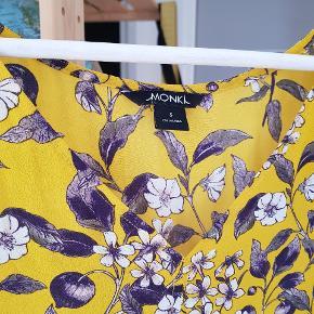 Blomstret Monki kjole med bare skuldre - Afhentes i Århus C