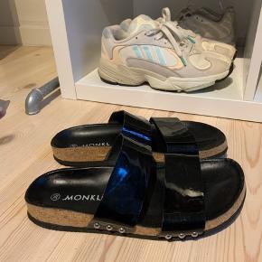 Super lækre sandaler fra Monki.  Sælges udelukkende da jeg ved en fejl fik to par ❤️