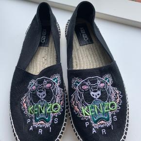 Lækre Kenzo sko. Bløde og behagelige. Købt hos milium. Str. 42 (lille). Passer en 40-41.