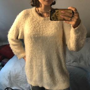 Vildt lækker og dejlig blød sweater fra Ganni😍  Prisen er IKKE fast - så BYD BYD BYD❤️
