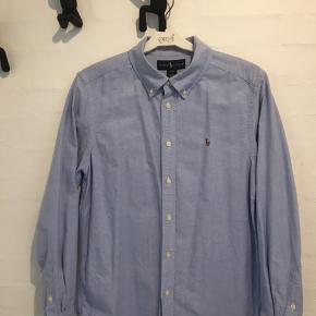 Flot lyseblå Oxford skjorte til dreng - vasket få gange - som ny