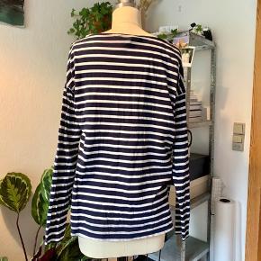Stribet, hvid og navy, langærmet t-shirt fra H&M LOGG