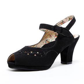 Super fine sandaler fra butikken Mondo Kaos. Super rare at have på.   Er blevet forsålet, så de har en rigtig find bund.   Nypris 800,-  Din pris: 100,-   Sender gerne 📦