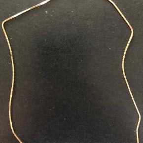 Flot venezia kæde i 14kt Måler 40cm / trådtykkelse 1,0mm Kender ikke vægten.  Den er brugt 1 gang Bytter ikke Useriøse henvendelser frabedes!
