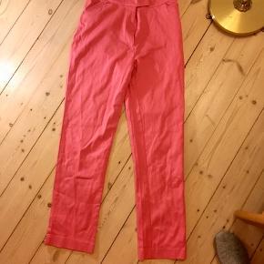 Seje, højtaljede pink bukser fra 90'erne. Købt i Finland 🐷