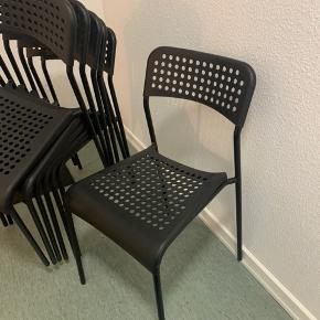 6 stole fra Ikea - de har bare stået opbevaret i vores depotrum.
