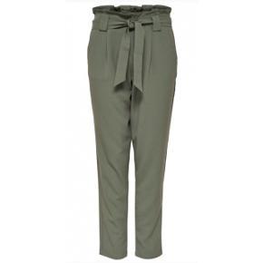 Første billede er kun for at vise modellen, bukserne er mørkegrå  Aldrig brugt