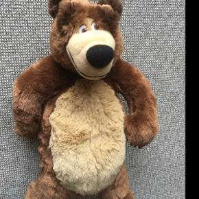 Bjørn fra Mascha og bjørnen er ca 40 cm og er i fin stand.  Afhentes 6818 eller 6700 efter aftale.