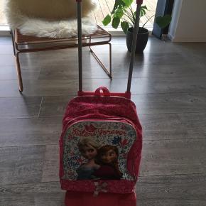 Super smart taske som både kan bruges som rygsæk og trolley.  Fra røg og dyrefrit hjem