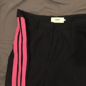 Lækre bukser fra Moves by minimum. Str 38. Brugt men i fin stand