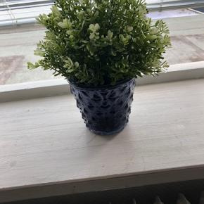 Krukke til en lille blomst eller andet pynt i hjemmet.