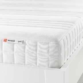 "IKEA MATRAND Memory foam mattress, firm, white, 90x200 cm  Store price: 249 euro pr. piece My price: 500 dkk pr. piece. Have two pieces. Softness: Hard  Skum/latexmadras med uld i  To stk. haves. Blødhed: Hård  Nypris: 1860 kr. pr. styk. Min pris: 500 kr. pr. styk.  ""A layer of memory foam moulds to the contours of your body, relieves pressure and helps you to relax. Comfort zones give very precise support and relieve pressure on your shoulders and hips. A generous layer of soft fillings adds support and comfort. Easy to keep clean since you can remove the fabric and wash it by machine. Easy to bring home since the mattress is roll packed. 25 year guarantee. Read about the terms in the guarantee brochure. To be completed with a slatted bed base or a mattress base.  Designer IKEA of Sweden  Length:  200 cm Width:  90 cm Thickness:  18 cm  Weight: 14.36 kg""  ""C-lag polyurethan memory effekt gentager konturerne af kroppen og reducerer muskelspændinger, sikrer den mest behagelige ophold. Komfort-zone for optimal støtte og lette presset på dine skuldre og hofter. Type lag blødt skum giver optimal støtte og komfort. -Nem At holde ren som stoffet kan fjernes og vaskes i en vaskemaskine.""  Findes på Amager, men kan evt. leveres i København og omegn mod betaling. MobilePay haves. Fotos er fra nettet.  Available on Amager, but can possibly be delivered in Copenhagen and the surrounding area for a fee. MobilePay available. Photos are from the web."