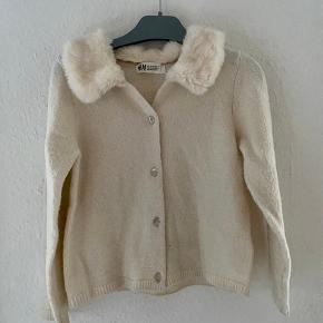 Cardigan bluse 110/116  -fast pris -køb 4 annoncer og den billigste er gratis - kan afhentes på Mimersgade 111 - sender gerne hvis du betaler Porto - mødes ikke andre steder - bytter ikke