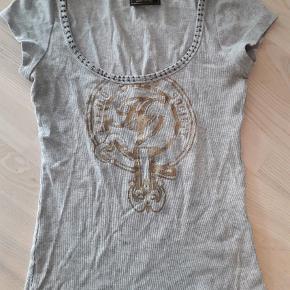 Brand: Hv polo Varetype: T-shirt  Størrelse: S Farve: Grå
