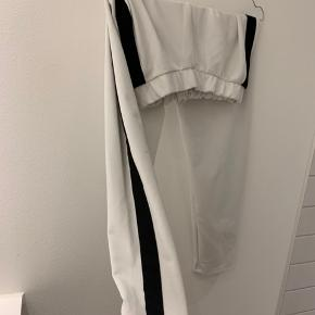 Sælger disse stræk bukser fra ZARA. Enormt behagelige og bløde 😄