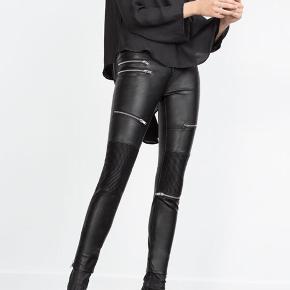 Sælger de populære læderbukser fra ZARA! Brugt få gange og fejler dermed intet! Nypris var vidst 459 kr.