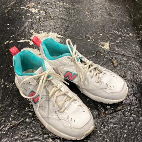 Næsten ubrugte sneakers