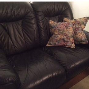 Sælger denne fem personers sofa