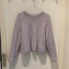 Fin sweater. Officielt str. XL, men fitter en S-M. Indeholder 19% mohair og 13% uld.