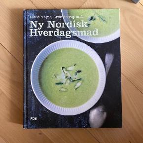 Ny Nordisk Hverdagsmad af Claus Meyer, Arne Astrup m.fl.