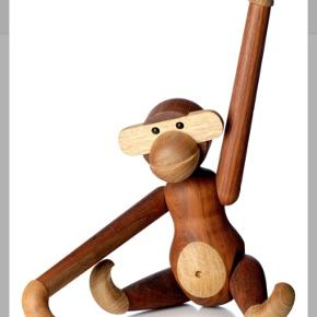 "Sælger Kay Bojesens klassiske abe i den store model på 46 cm. Nyprisen er 9.995kr. Kommer fra et ikke ryger hjem og er kun ""brugt"" ganske kort, så god som ny :-)"