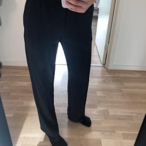 Elegante bukser fra samsøe samsøe  Model, hoys straight