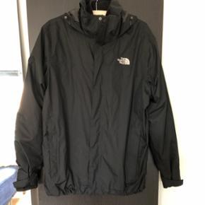 Super sej North Face jakke, med inderfoer af fleece der kan tages af og på! Jakken er aldrig brugt, da den desværre er købt i forkert størrelse. Kan afhentes i Holbæk eller på Vesterbro - ellers sender jeg også gerne, fragt betales af køber 👌🏼