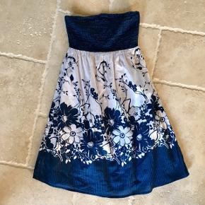 Stropløs kjole med mønster tryk - fin stand, kom gerne med realistisk bud 👚