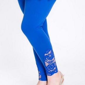 Brand: Made in UK Varetype: nye med blonde Farve: blå  Bomuld og elastan. Talje 95-110 7/8 længde NYE med target