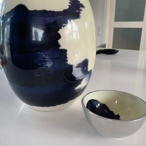 Smuk vase og en tilhørende lille skål