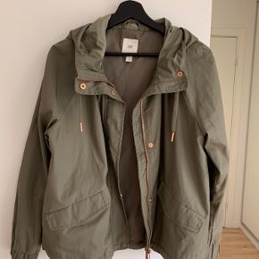 Snart kort jakke fra H&M - kun brugt 1 gang og er som ny.