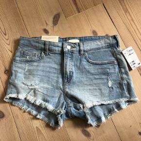 Shorts fra H&M, har aldrig været brugt. Kan hentes i Vejle, vodskov eller Skagen