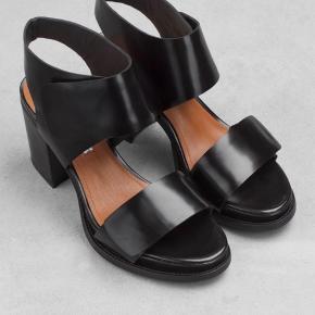 Fineste & other stories sko med tyk hæl. Brugt et par gange - virkelig behagelige at gå i